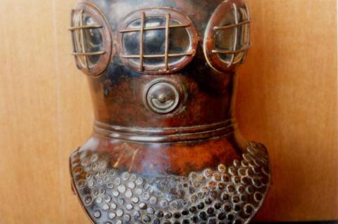 Deane Diving Helmet, The Infernal Diver, Whitstable, Bear and Key Pub, John Bevan, The Historical Diving Museum, Charles Deane, John Deane, Gosport, X-Ray Mag, XRay Magazine, Rosemary E Lunn, Roz Lunn
