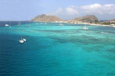 The Los Roques islands comprises of about 350 islands, cays or islets. Because of the wide variety of seabirds and rich aquatic life, the Venezuelan government declared the Islas Los Roques a National Park in 1972.