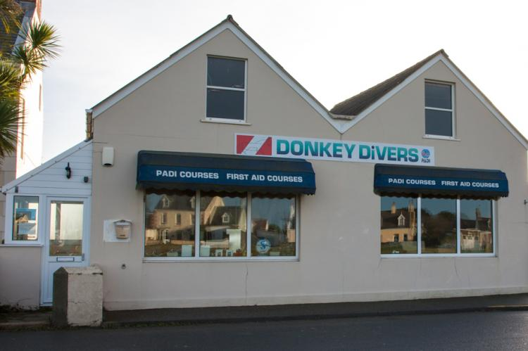 Hyperbaric chamber, Guernsey, X-Ray Mag, Rosemary E Lunn, Donkey Divers, Steve Bougourd, DCI, DCS